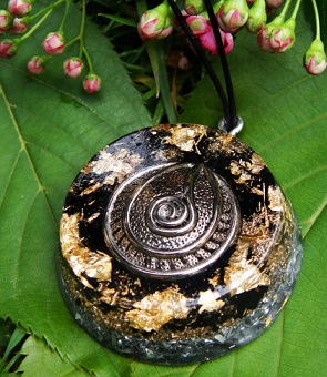 Black tourmaline orgonite pendant2