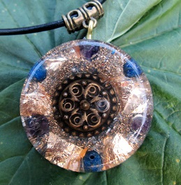 Amethyst orgonite pendant with lapis
