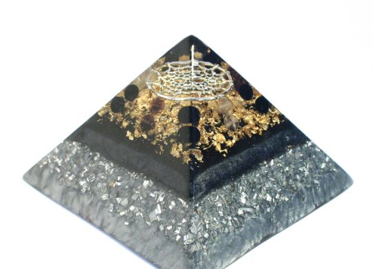 protection orgonite pyramid 2