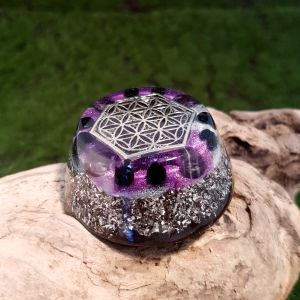 Amethyst and onyx orgonite