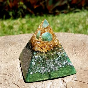 Moss agate orgonite pyramid - heart chakra - by Orgonise Yourself