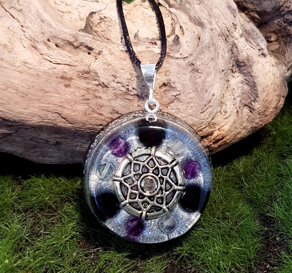Protection orgonite pendant - medium orgonite necklace by Orgonise Yourself