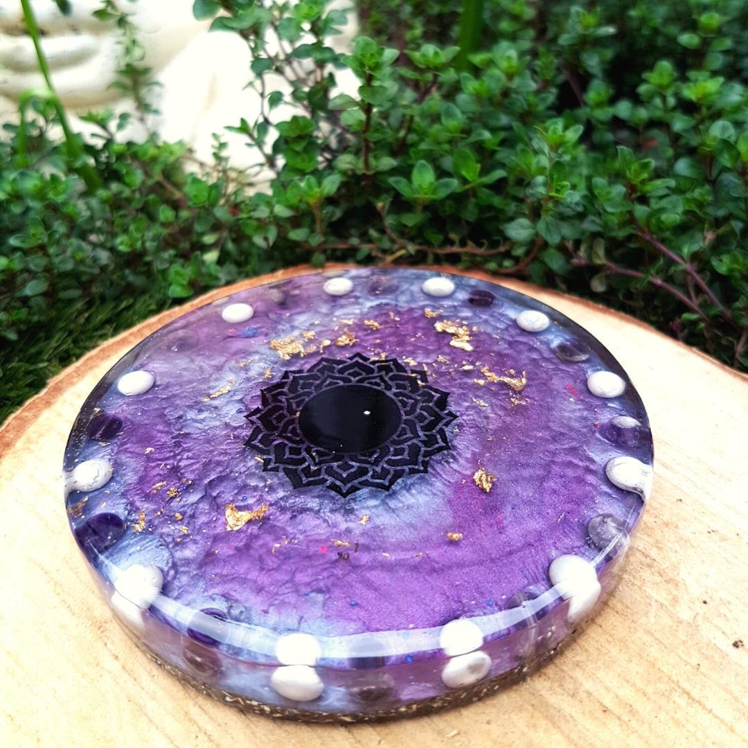 Purple is typically associated with the third eye chakra in spiritual teachings, which is the chakra of intuition, wisdom and connection to the Universe (or whatever you believe in spiritually).⁠ ⁠ It's located at the point of the third eye on the forehead, between the eyebrows, and is a great point to focus on in your meditation when your eyes are closed, in order to draw your attention inward.⁠ ⁠ The more you practice, you may begin to see colours here as well! Have you had any interesting experiences whilst meditating?⁠ ⁠ Pictured is one of my third eye chakra charging plates containing amethyst and howlite, now available in my shop ⁠ ⁠ ⁠ ⁠ ⁠ ⁠ ⁠ ⁠ # ⁠ ⁠ ⁠ ⁠ ⁠