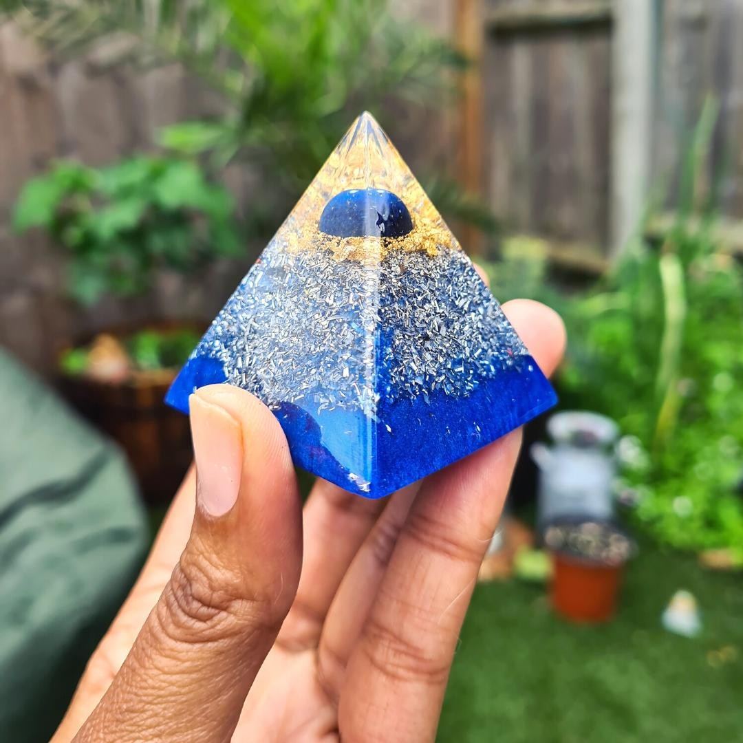 Sooo excited to let you all know I've just finished some more pyramids and they're now in my Etsy store - so head over and check them out   Pictured is the Lapis Lazuli pyramid, also containing quartz and selenite. I LOVE lapis lazuli, not only for the electric blue colour but the power that's packed into this crystal. It's great for helping you gain clarity, awareness and inner peace and is also highly protective. If you want that extra protection but find the obsidian/ hematite orgone pieces too dark and heavy, then this is perfect for you.  Thanks for all of your continued support          #