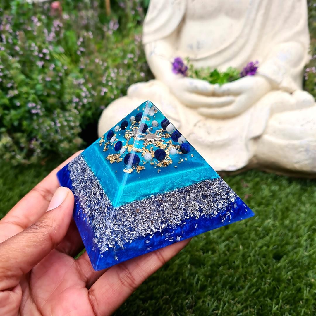 Strengthen your intuition, protect your energy and open up to your spiritual connection with my Lapis Lazuli and Howlite pyramid (available in my etsy shop now!) ⁠ ⁠ If you struggle with receiving divine guidance or meditating, this combination of crystals is a powerful way to help you begin to open up, whilst staying protected. It's also great to simply have in your space so you can weave these energies into your daily life without thinking!⁠ ⁠ Happy Monday! Stay connected, inside and out ⁠ ⁠ ⁠ ⁠ ⁠
